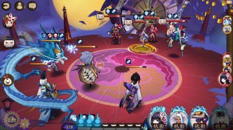 闘技では対戦相手とリアルタイムでコマンドを選択しながら戦います。