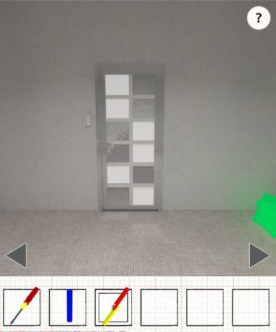 明かりのついた扉の光のパターンを確認する