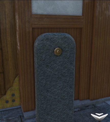 出口右の石を拡大