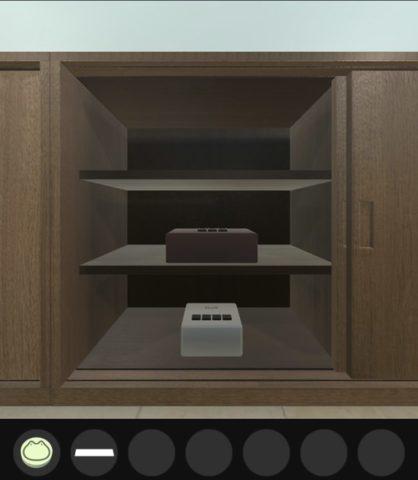 棚の中から2つの箱が現れます。